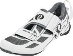Witte PEARL iZUMi Tri Fly Select v6 Schoenen Dames, white/shadow grey Schoenmaat US 8 | EU 39