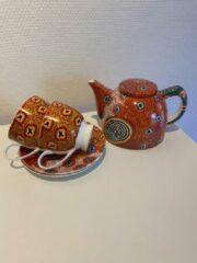 Paarse Alperstein Designs - theeset - porselein -Ruth Napaljarri Stewart - Aboriginal collectie - geschenkverpakking