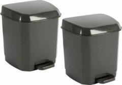 Hega hogar 2x Donkergrijze pedaalemmers vuilnisbakken/prullenbakken 7 liter 21 x 22 x 26 cm - Kunststof/plastic vuilnisemmers- Dameshygiene afvalbakken voor toilet/badkamer