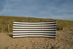 Marineblauwe Strandwindschermen.nl Strand Windscherm 4 meter dralon marine blauw/wit met houten stokken
