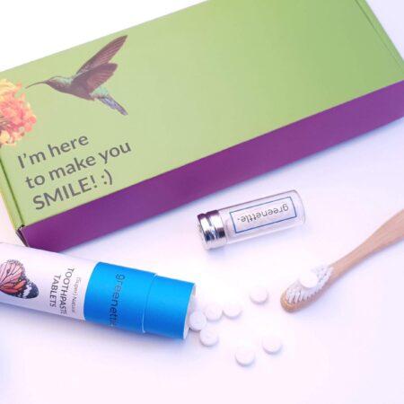 Afbeelding van Groene Greenettle Tandverzorging en Mondverzorging | Plasticvrij Set XL | 3 Tandpasta Tabletten | 2 Bamboe Tandenborstels | 2 Floss | 1 Floss Refills