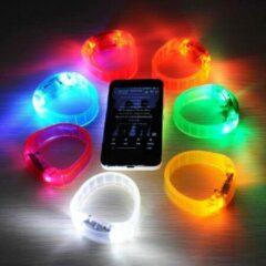 Merkloos / Sans marque LED Disco Armband | Muziek activerende LED Armband | Sound Control LED | LED Verlichting Glow in the Dark op Maat met de Muziek | Leuk voor in de Kroeg, Discotheek, Feestjes of Vakantie | Leuke Rage | Kleur Wit