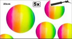 Thema party 5x Bal regenboog 23 cm met ballenpomp - Strand bal voetbal softbal volleybal straat gym zaal school fun ballen vrolijk