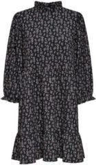 Zwarte Only Onlzille Naya 3/4 Highneck Dress Jr 15230351 Black/lavender Ditzy