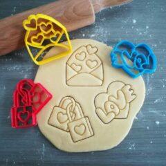 Rode Koekjesvorm | 3-delige set | Liefde - Huwelijk - Verloving - Valentijn | Slotjes - Envelop met hartjes - Love | Uitsteekvorm | Bakvorm | 8cm