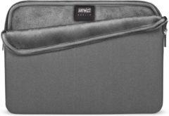 """Zilveren Artwizz Neoprene Sleeve Hoes voor MacBook Pro 15"""" (USB-C / TouchBar) - Titanium"""