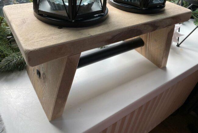 Afbeelding van VNLR Vensterbank bankje van gebruikt steigerhout met zwarte steigerpijp