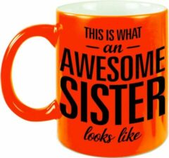 Bellatio Decorations This Is What An Awesome Sister Looks Like Tekst Cadeau Mok / Beker - Neon Oranje - 330 Ml - Kado Zus / Zusje