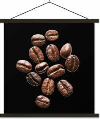 TextilePosters Gebrande koffiebonen in een studio licht tegen zwarte achtergrond schoolplaat platte latten zwart 40x40 cm - Foto print op textielposter (wanddecoratie woonkamer/slaapkamer)