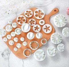 Witte JDBOS Handig en mooi JDBOS ® Fondant cutter - Uitgebreide 33-delige set - Uitsteekvormpjes ster, hart, koekjes, bloemen vormen