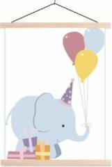 TextilePosters Een kleine baby olifant met cadeautjes schoolplaat platte latten blank 120x160 cm - Foto print op textielposter (wanddecoratie woonkamer/slaapkamer) XXL / Groot formaat!