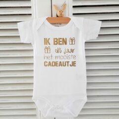 Baby Rompertje cadeautje zwangerschap aankondiging tekst | ik ben dit jaar het mooiste cadeautje | korte mouw | wit goud | maat 62/68 | geboorte kraamcadeau cadeau eerste Moederdag liefste mama Vaderdag papa
