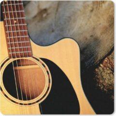 MousePadParadise Muismat Akoestische gitaar - Een akoestische gitaar op een houten ondergrond muismat rubber - 20x20 cm - Muismat met foto