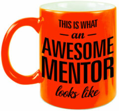 Bellatio Decorations This Is What An Awesome Mentor Looks Like Tekst Cadeau Mok / Beker - Neon Oranje - 330 Ml - Juffen / Meester Dag Kado