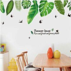 Muursticker decoratieve groene palmbladen en zwaluwen decoratie stickers stickerkamer.nl