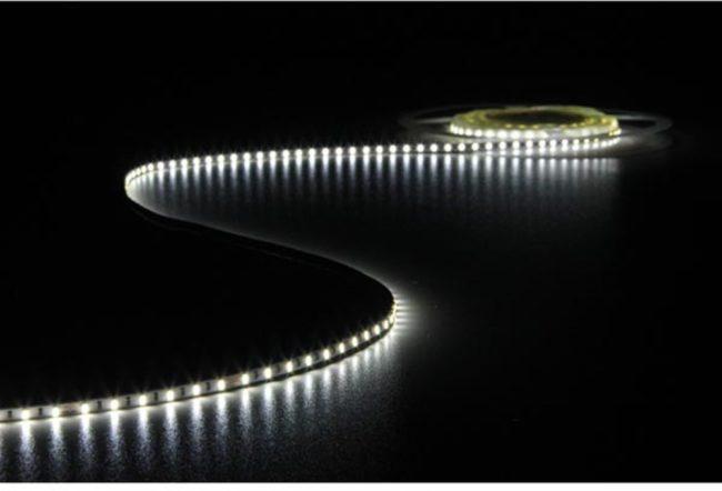 Afbeelding van Witte Velleman Flexibele Led-Strip - Koudwit 6500K - 600 Leds - 5 M - 24V