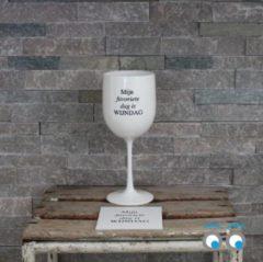 Kadoonline Onbreekbaar wijnglas - met tekst en onderzetters - wit - Mijn favoriete dag is Wijndag