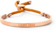 Key Moments 8KM BC0040 Stalen Open Bangle met Tekst en Rope carpe diem Grootte 58x45 mm Rosékleurig / Oranje