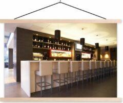 TextilePosters Een moderne loungebar met witte barkrukken schoolplaat platte latten blank 150x100 cm - Foto print op textielposter (wanddecoratie woonkamer/slaapkamer)