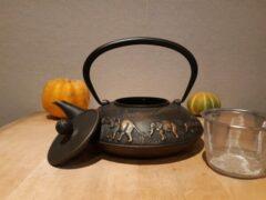 Bronze LEIJZER design Zeer mooie gietijzeren theepot inclusief roestvrij stalen thee filter met olifanten releve