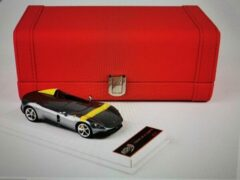 Gele Ferrari Monza SP1 Paris Auto Show 2018 Silver/Yellow Stripe 1-43 ( Giftbox ) BBR Models Limited 100 Pieces