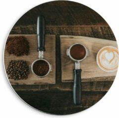 Beige KuijsFotoprint Forex Wandcirkel - Gemalen Koffiebonen en Koffie op een Plankje - 40x40cm Foto op Wandcirkel (met ophangsysteem)