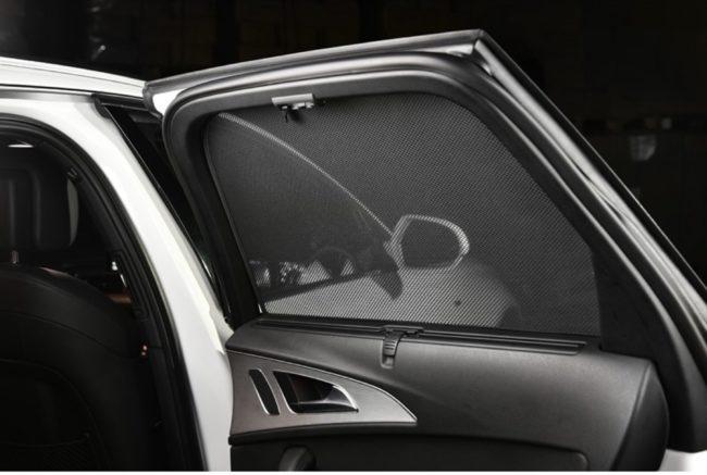Afbeelding van Zwarte Car Shades Carshades Nissan Almera Tino 2000-2003 autozonwering