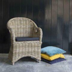 Bruine Rotan Stoel - Loungestoel - Met Zwart Zitkussen - 65x60x86cm - Het Mandenhuys