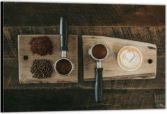 Bruine KuijsFotoprint Dibond –Gemalen Koffiebonen en Koffie op een Plankje– 150x100 Foto op Aluminium (Wanddecoratie van metaal)