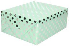 Shoppartners Mintgroene folie inpakpapier/cadeaupapier zilveren stip 200 x 70 cm - Inpakpapier/cadeaupapier/geschenkpapier - Cadeautjes inpakken