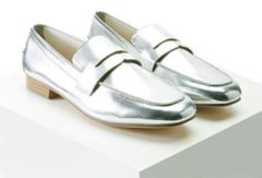 FOREVER21 Metallic Faux Leather Loafers