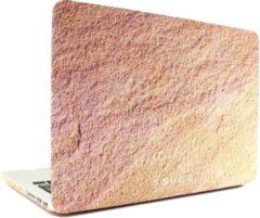 Zandkleurige TheSnugg Snugg MacBook Pro 13 ultra thin cover - sandstone