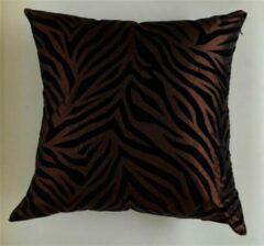 Donkerbruine JACQUES van VLIET DESIGN Sierkussen vierkant / 70% Zijde, 30% Polyester / Bruin / 45x45 cm / voorzijde vv Zebra print