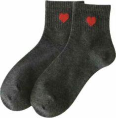 Merkloos / Sans marque Sokken grijs met rood hartje liefde Valentijn