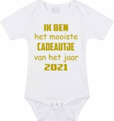 Merkloos / Sans marque Baby rompertje met leuke tekst | Ik ben het mooiste cadeautje van het jaar 2021 |zwangerschap aankondiging | cadeau papa mama opa oma oom tante | kraamcadeau | maat 80 wit goud