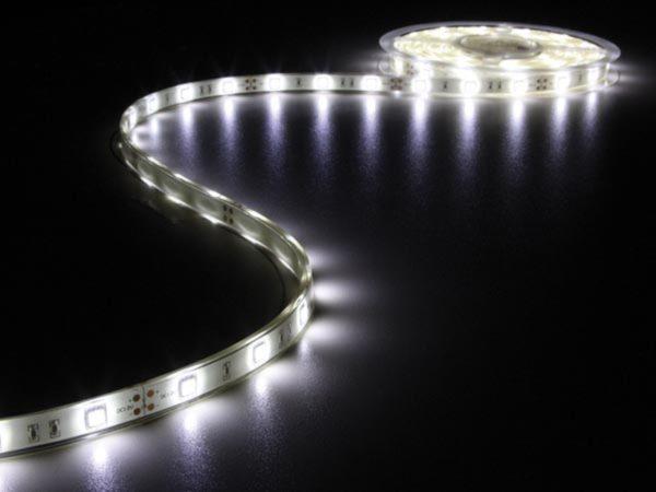 Afbeelding van Witte Velleman Flexibele Led Strip - Koud Wit 6500K - 150 Leds - 5M - 12V