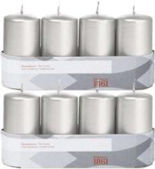 Trend Candles 8x Zilveren cilinderkaarsen/stompkaarsen 5 x 10 cm 18 branduren - Geurloze zilverkleurige kaarsen - Woondecoraties