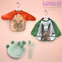 Groene Humble & Noble Slabbetjes Lange Mouwen Slabbers Baby 2 Stuks Bonus Kinderservies Met Bestek - Aan Tafel