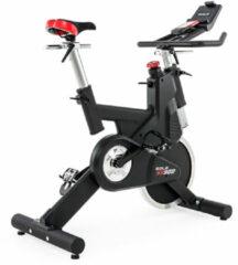 Zwarte Sole Fitness SB900 Spinningfiets - Professionele Spinfiets / Spinbike / Spinningbike / Indoor Fietstrainer - Incl. fietscomputer, V-belt, SPD pedalen, magnetisch remsysteem & transportwielen - Uitstekende Garantie - 1 Maand Gratis CycleMasters