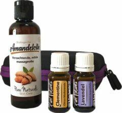 Pure Naturals Case Baby Massage olie - 4 delige cadeau set - Amandel olie, Lavendel en Mandarijn olie + GRATIS HANDDOEKJE