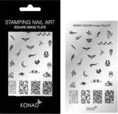 Grijze KONAD Square plate 07 met 28 ' TRIBAL FLAME ' stamping nail art.