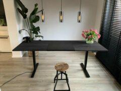 ZitStaBureau24 Professional Black edition - Zit-sta bureau - Zwart onderstel - Zwart behandeld eikenhout - Elektrisch verstelbaar 180cm breed