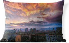 PillowMonkey Sierkussen Changchun voor buiten - Kleurrijke wolken boven de Chinese stad Changchun - 60x40 cm - rechthoekig weerbestendig tuinkussen / tuinmeubelkussen van polyester