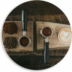 Beige KuijsFotoprint Forex Wandcirkel - Gemalen Koffiebonen en Koffie op een Plankje - 30x30cm Foto op Wandcirkel (met ophangsysteem)