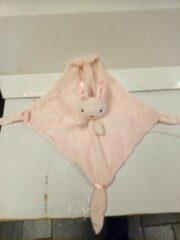 Roze Tony Lvee ® Knuffeldoekje - Doudou - 55 cm op 55 cm - merk LVEE ® - konijn
