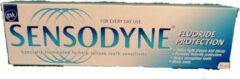 Sensodyne Fluoride Protection Tandpasta 75 ml ( Set van 10 stuks )