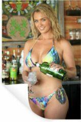 StickerSnake Muursticker Bikini Babes - Een blonde vrouw met een kleurrijke bikini - 40x60 cm - zelfklevend plakfolie - herpositioneerbare muur sticker