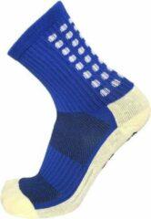 Zonder merk Gripsokken voetbal blauw - sportsokken - grip - one size - anti blaren - compressie - prestatieverhogend - tennis - hardlopen - handbal - sporten - fitness - tennissokken