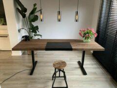 Bruine ZitStaBureau24 CEO Dark - Zit-sta bureau - Zwart onderstel - Donker eikenhout - Elektrisch verstelbaar 150cm breed