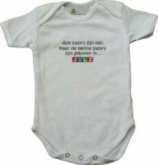 """Link Kidswear Witte romper met """"Alle baby's zijn lief, maar de liefste baby's zijn geboren in... Juli"""" - maat 62/68 - babyshower, zwanger, cadeautje, kraamcadeau, grappig, geschenk, baby, tekst, bodieke"""